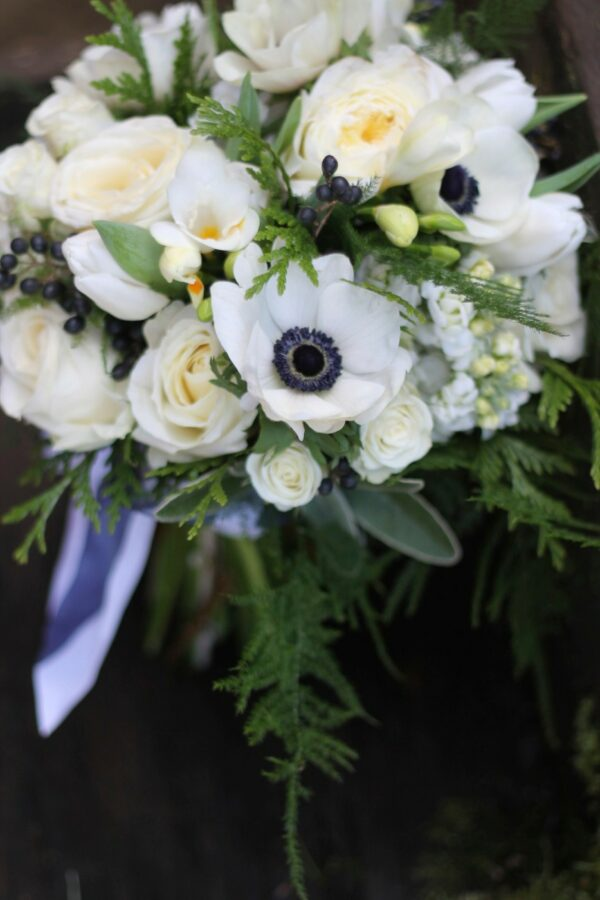 lexy bride wedding bouquet